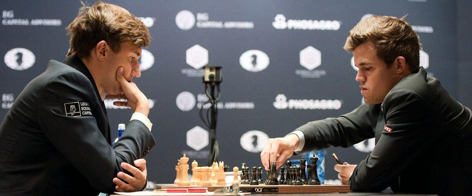 Sergey Karjakin et Magnus Carlsen pendant la ronde 2